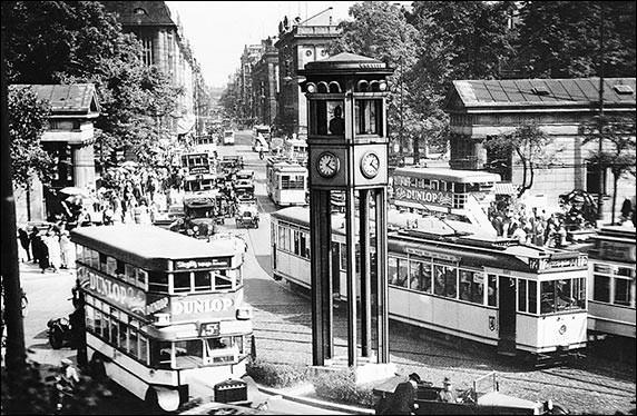 1936: Ampelturm von Siemens am Potsdamer Platz in Berlin